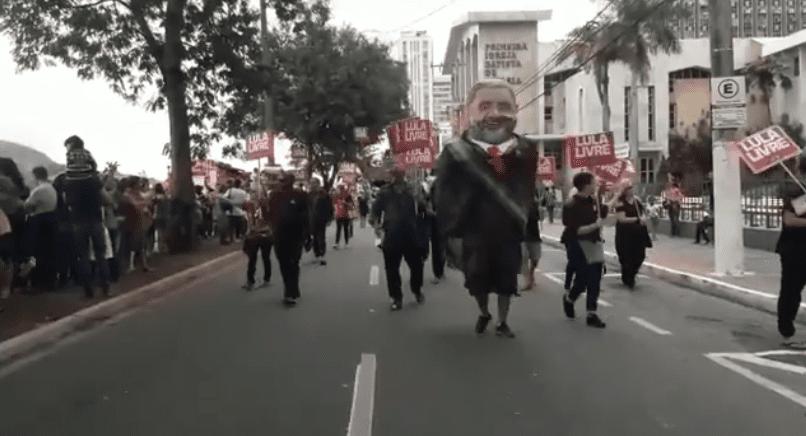"""Vídeo: Esquerdistas tentam emplacar """"Lula livre"""" durante desfile do 7 de setembro, e reação da população é impagável"""