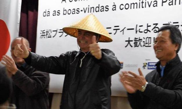 Bolsonaro tem despedida INCRÍVEL feita por funcionários de hotel em Tóquio