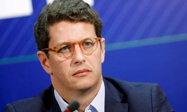 """""""Não recebo terrorista"""", afirma Ministro do Meio Ambiente sobre Greenpeace"""