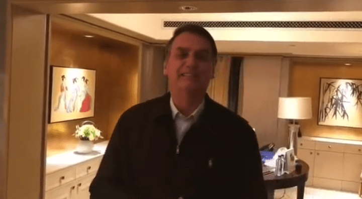 Da china, Bolsonaro grava vídeo e manda recado para torcedores do Flamengo
