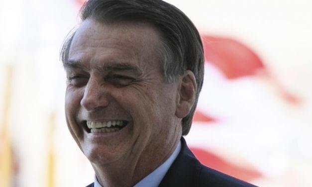 Bolsonaro comemora a aprovação da nova Previdência em segundo turno no Senado: