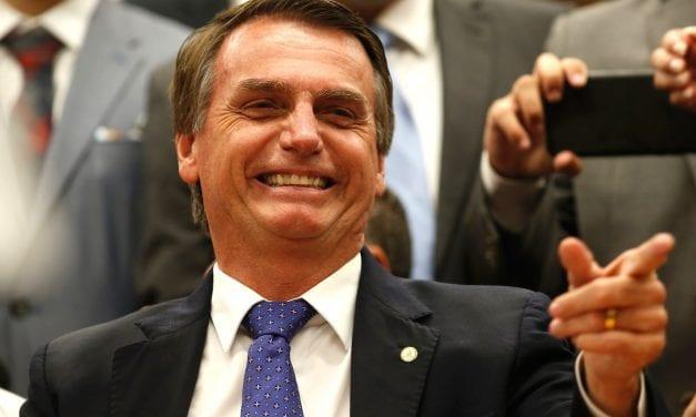 Presidente manda cancelar todas as assinaturas da Folha de S. Paulo no governo