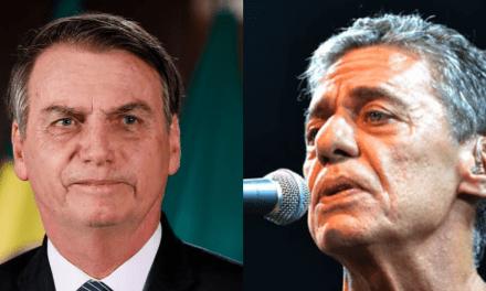 """Bolsonaro sobre assinatura para concessão de prêmio a Chico Buarque: """"Até 31 de dezembro de 2026 eu assino"""""""