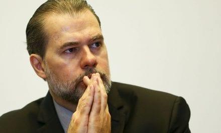 Ministro do STF é hostilizado por manifestantes (Vídeo)