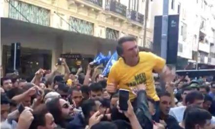 Mais de um ano após atentado contra Bolsonaro, internet exige saber quem foi o mandante