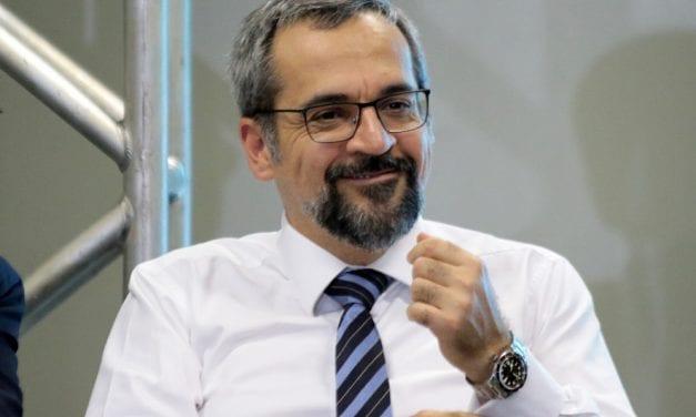 Ministro da educação anuncia mais um golaço do Governo Bolsonaro: em 2020, cerca de 30 milhões de crianças encontrarão escolas conectadas à internet