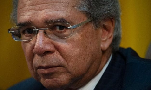 Paulo Guedes é atacado após defender a democracia do barbarismo esquerdista