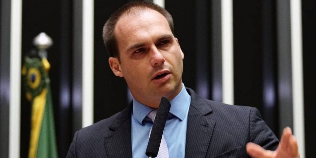 """""""Pedem prisão para assassinos de Marielle, mas querem soltar bandidos de seus partidos"""", afirma Eduardo Bolsonaro"""