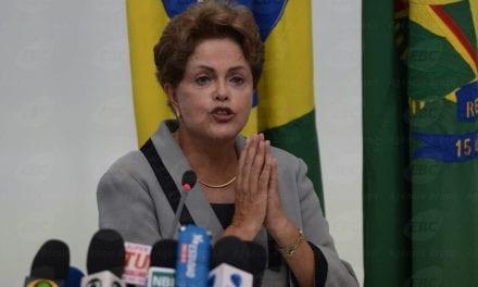 Dilma afirma que pretende processar responsável por sua foto na 1ª classe do avião
