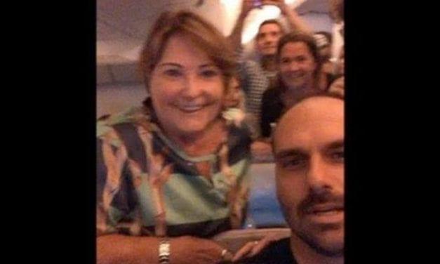 Baixa popularidade? Vídeo mostra Eduardo Bolsonaro sendo prestigiado por várias pessoas durante voo