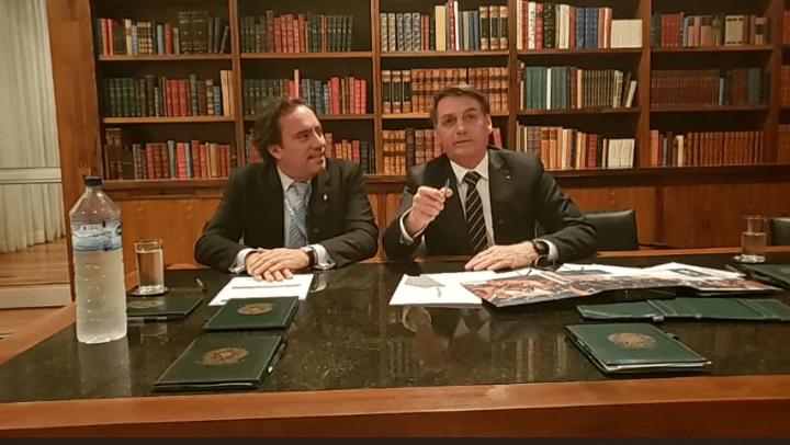 Bolsonaro elogia Enem 'sem polêmica' e afirma que não houve ditadura no Brasil