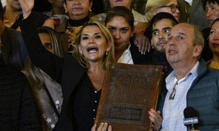 Bolívia expulsa 725 cubanos; diplomatas venezuelanos ligados a Maduro também serão expulsos