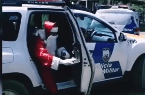 Papai Noel chega de viatura em zona rural de Colatina-Espirito Santo