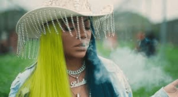 Funkeira tem patrocínio cancelado por música de apologia à maconha