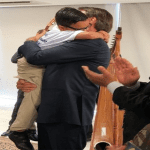 Bolsonaro se emociona ao encontrar crianças venezuelanas