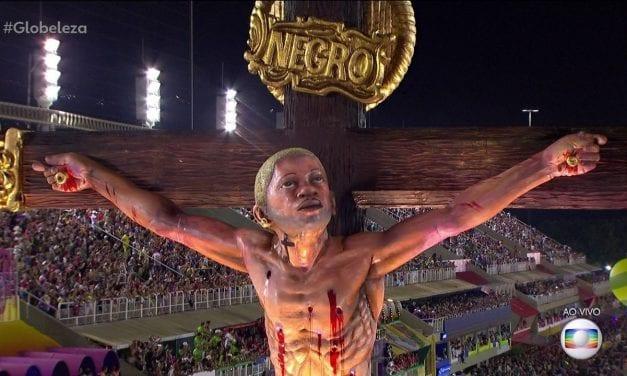 Escola de Samba provoca bolsonaristas e coloca jovem de cabelo platinado no lugar de Jesus Cristo