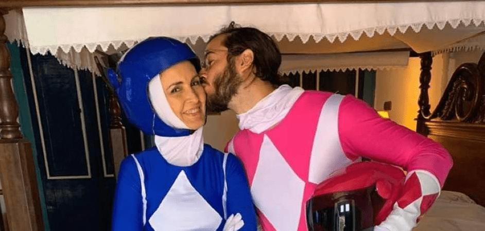 """Indireta para Damares? Fátima Bernardes e namorado se fantasiam de """"Power Rangers"""" azul e rosa"""