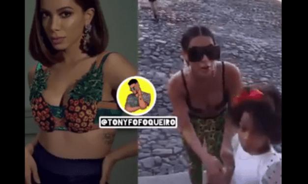 Na Bahia, Anitta se recusa a abraçar criança e vira alvo de críticas