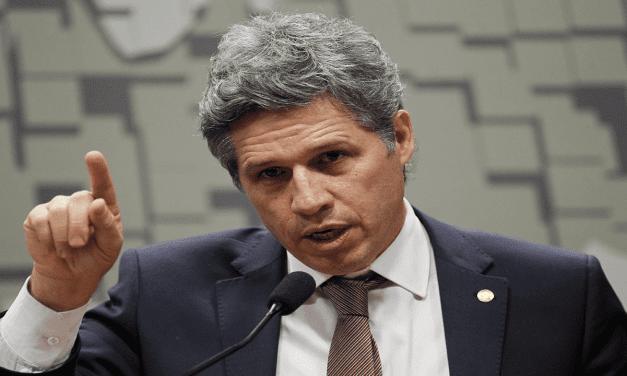 Petista quer colocar o povo nas ruas para pedir o impeachment de Bolsonaro