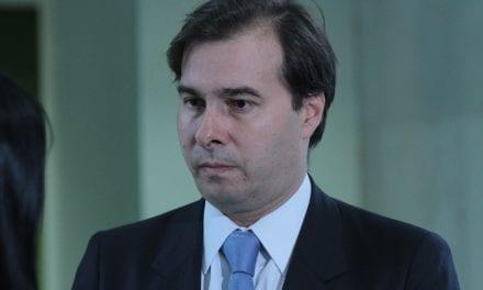 Em festa com a presença de Rodrigo Maia, convidados debatem sobre quanto tempo durará Bolsonaro
