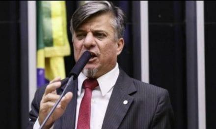 """Deputado federal apresenta Projeto de Lei para """"amputar as mãos"""" de políticos que praticarem corrupção"""