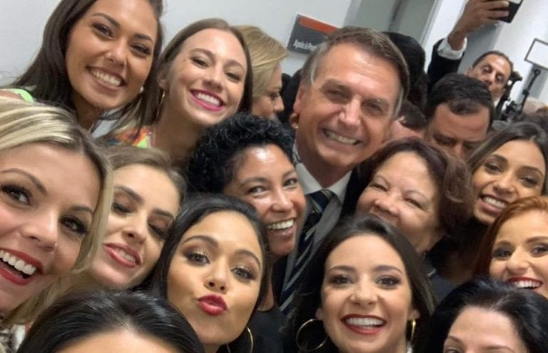 Na véspera do dia internacional da mulher, internautas viralizam a hashtag #MulheresComBolsonaro
