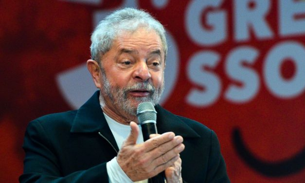 """Lula fala em """"imprimir dinheiro"""" para combater a crise do novo coronavírus"""