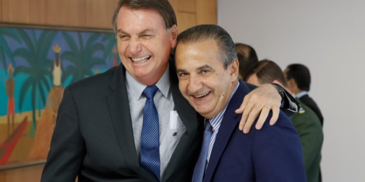 "Pastor Silas Malafaia afirma: ""Querem usar o vírus para derrubar o Bolsonaro"""